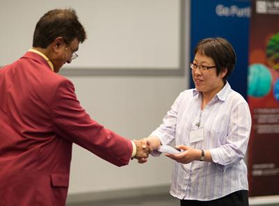 Dr. Jiang receiving an IEEE presentation award