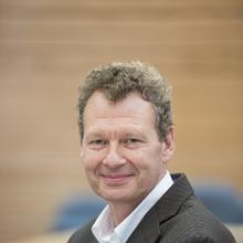 Thumbnail photo of Professor Tim Elliott
